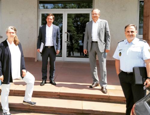 Sascha Binder besucht Polizei in Stuttgart